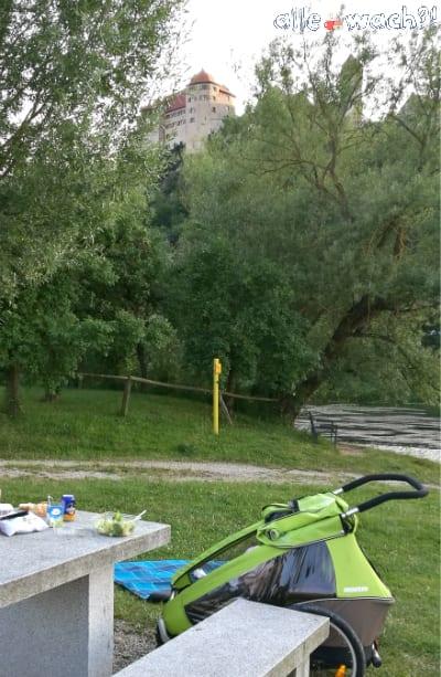 Picknick unterhalb der Harburg