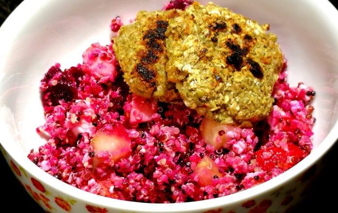 Rote-Bete-Quinoa-Salat mit Honig-Senf-Dressing