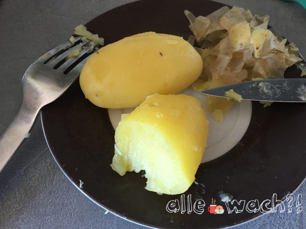 Kartoffeln heiß schälen für Kartoffelsalat