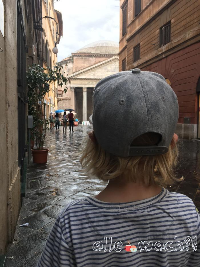 Rom mit Kindern 2019: Blick aufs Pantheon nach einem Regenschauer