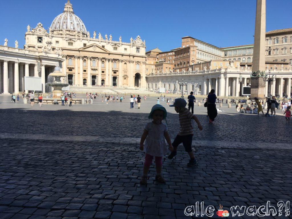 Mit Kindern auf dem Petersplatz
