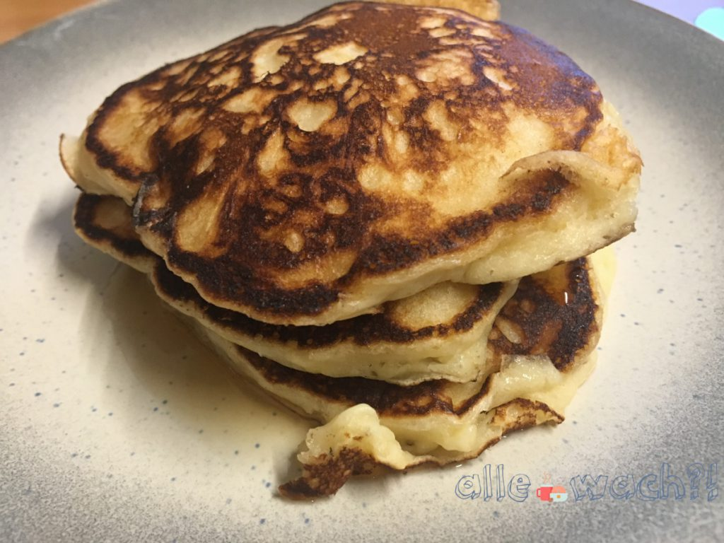 Buttermilch-Pancakes stapeln